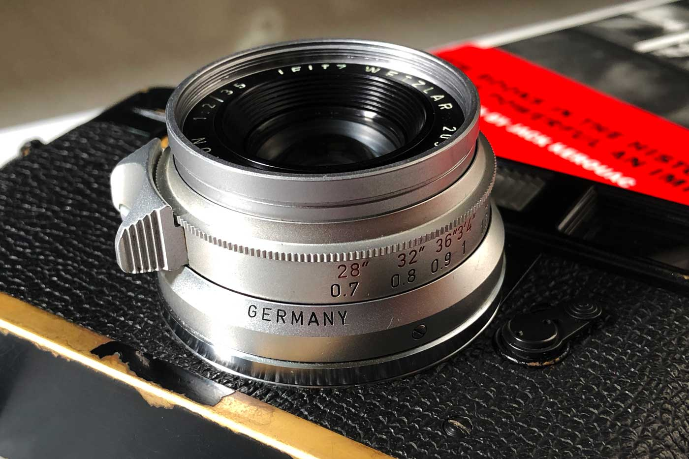 Leica-summicron-35mm-f2-8element-8-element-v1-version1-lens-review-blog-sharing-thoughts-compare-7element-gear-how-performance-lens-barrel-design-optics-germany-made-8mui
