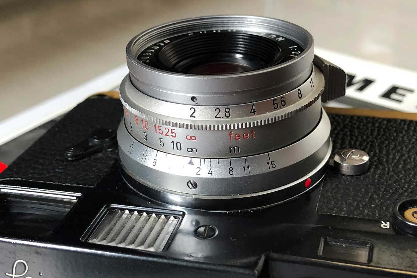 Leica-summicron-35mm-f2-8element-8-element-v1-version1-lens-review-blog-sharing-thoughts-compare-7element-gear-how-performance-m-mount-8mui-barrel-even-aperture-ring-focusing-distance