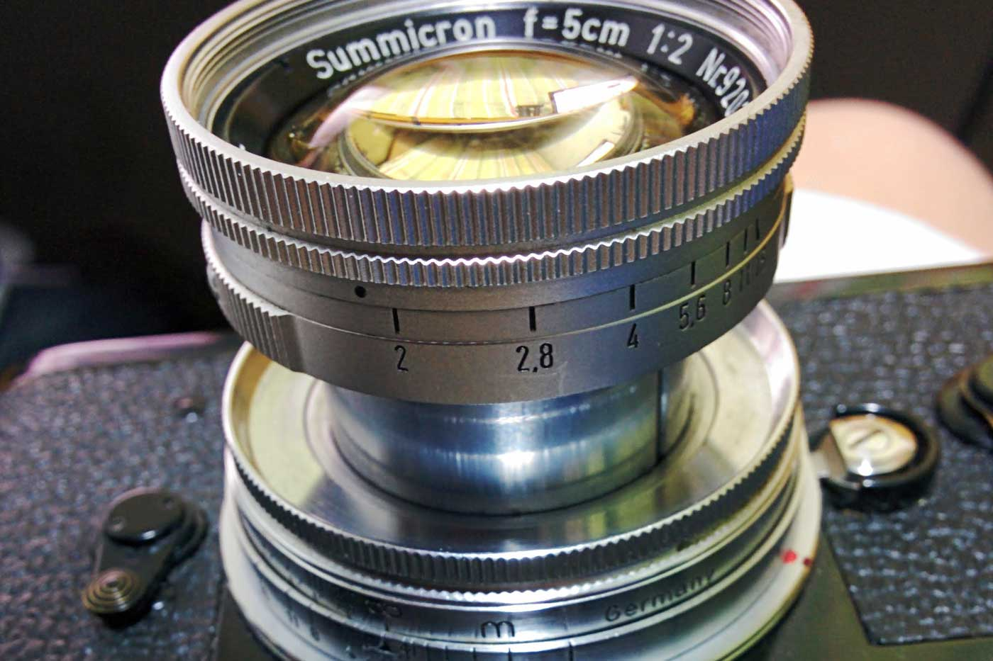 Leica-summicron-50mm-f2-50-f2.0-collapsible-v1-cron-lens-review-screw-bayonet-m-mount-radioactive-lathanum-camera-gears-film-hcb-black-and-white-l39-ltm-apertuer-ring