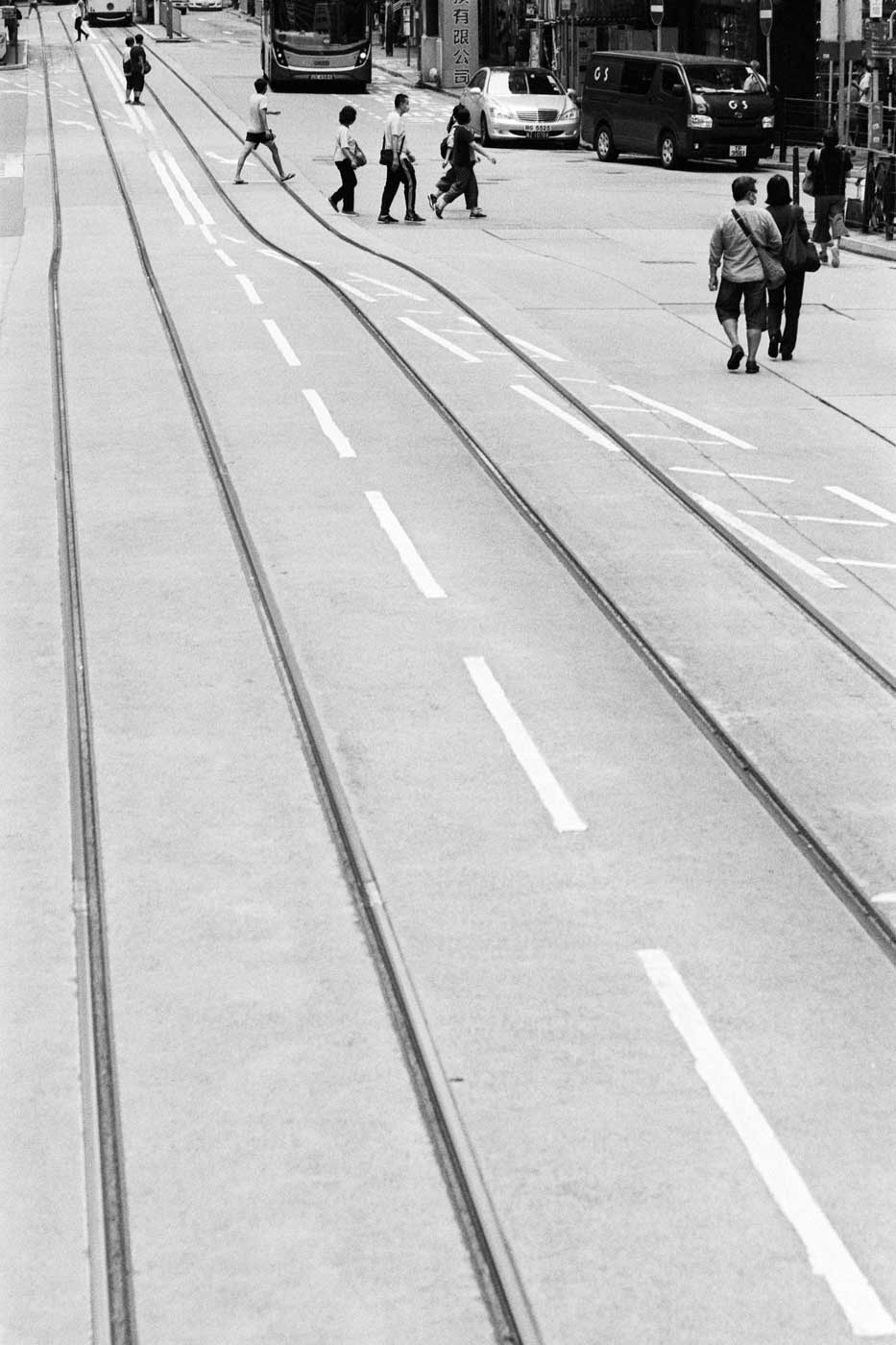 Top-5-five-bw-black-and-white-film-films-recommend-pick-selection-negative-photography-camera-start-beginner-guide-kodak-eastman-double-x-5222-hong-kong-tram-rail