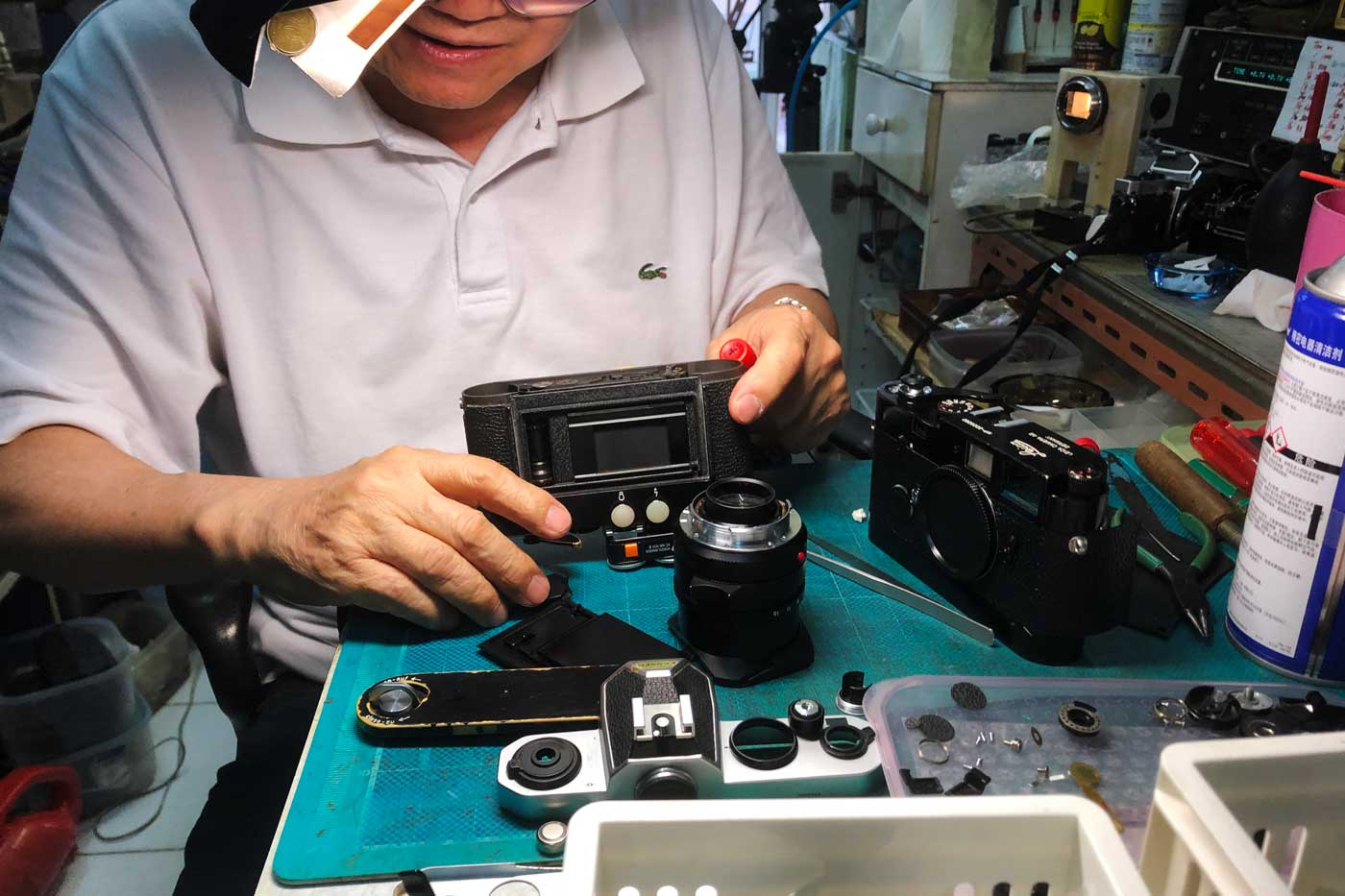 where-to-repair-vintage-camera-lenses-hong-kong-service-hk-master-yu-raymond-leica-repairer-repairman-rangefinder-summilux-coupling-calibration-CLA