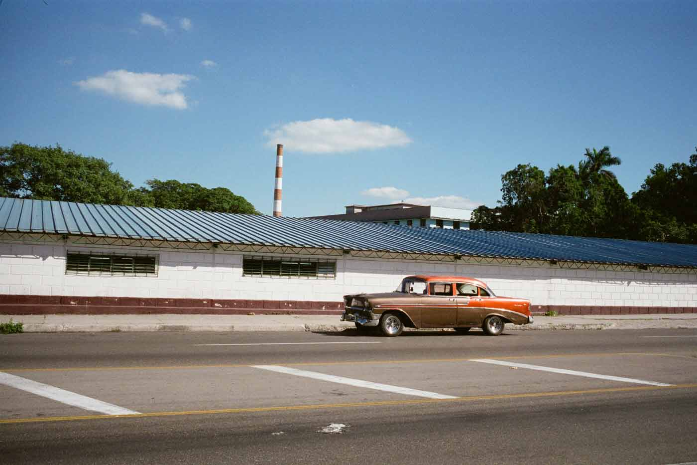 35mm-focal-length-guide-tips-beginner-documentary-story-telling-zone-focus-field-view-perspective-compression-angle-summilux-cuba-havana-film-photography 4