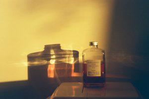 Kodak-vision-3-250d-250-iso-pushed-2-stops-400-ECN2-ecn-develop-film-review-zeiss-sonnar-c-zm-carl-50mm-f1.5-1.5-portrait-bokeh-warm-tone-whisky-bottle