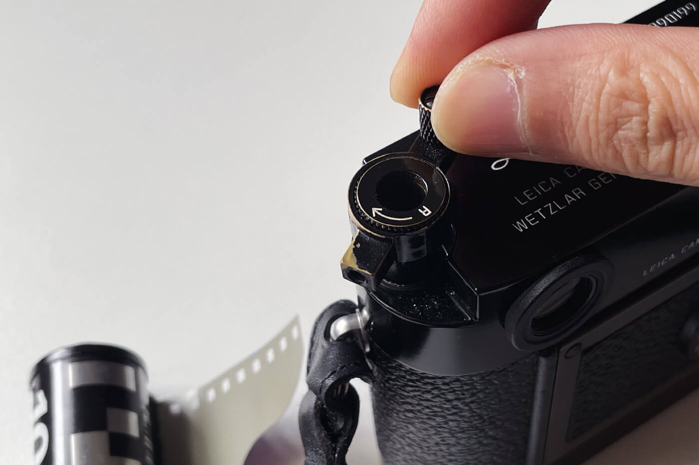 how-to-load-film-into-35mm-film-camera-135-extra-frame-properly-correct-way-best-check-beginner-tips-guide-advancing-first-frame-knob-rewind-tension