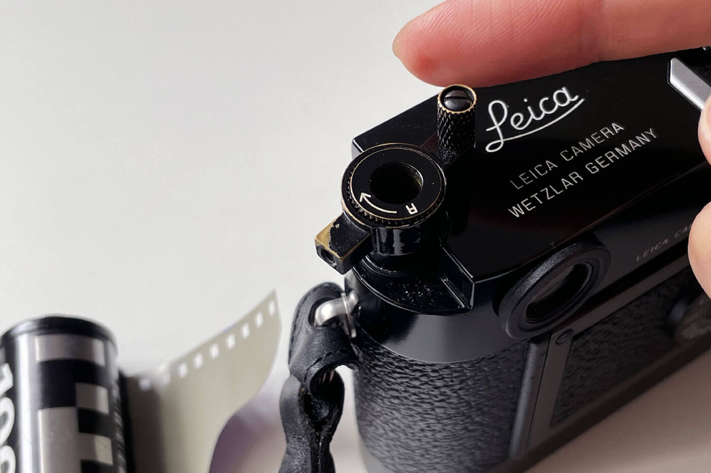 how-to-load-film-into-35mm-film-camera-135-extra-frame-properly-correct-way-best-check-beginner-tips-guide-advancing-first-frame-knob-rewind-tightened-tension