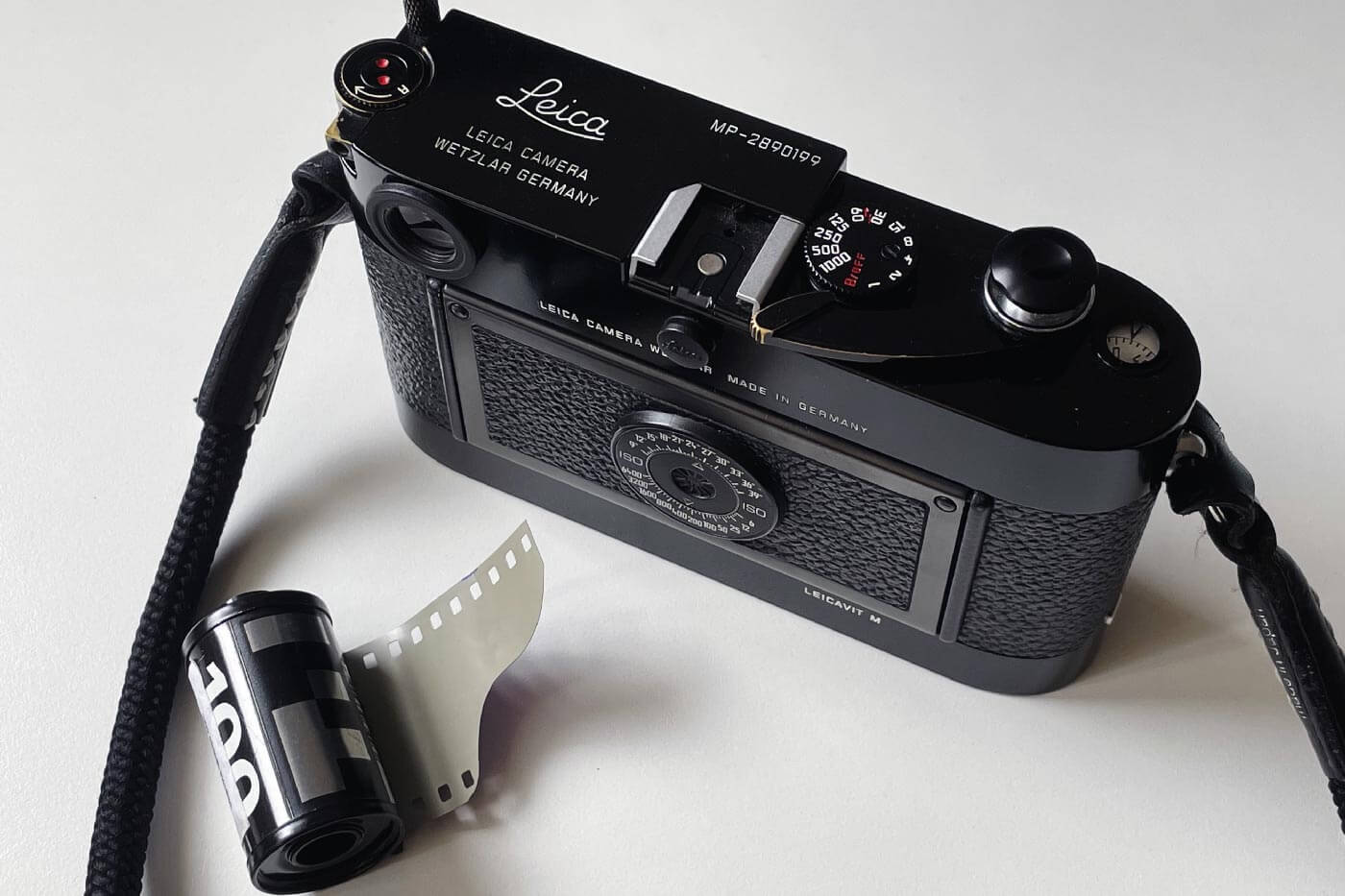 how-to-load-film-into-35mm-film-camera-135-extra-frame-properly-correct-way-best-check-beginner-tips-guide-advancing-first-frame-knob-rewind