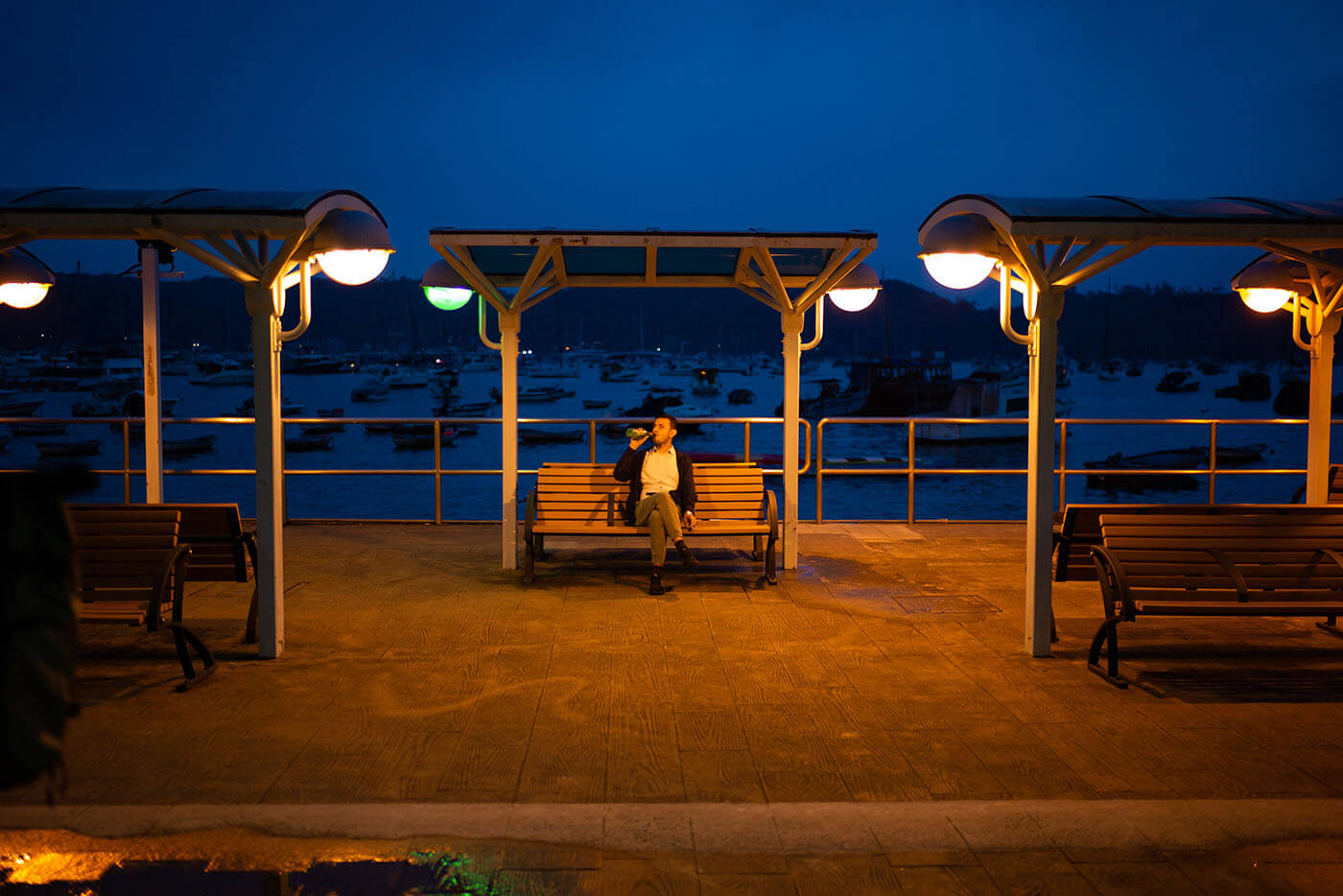 Lens-review-zeiss-distagon-35mm-f1.4-35-1.4-zm-m-mount-leica-wide-angle-street-character-optics-optical-performance-m9p-night-drink-chair